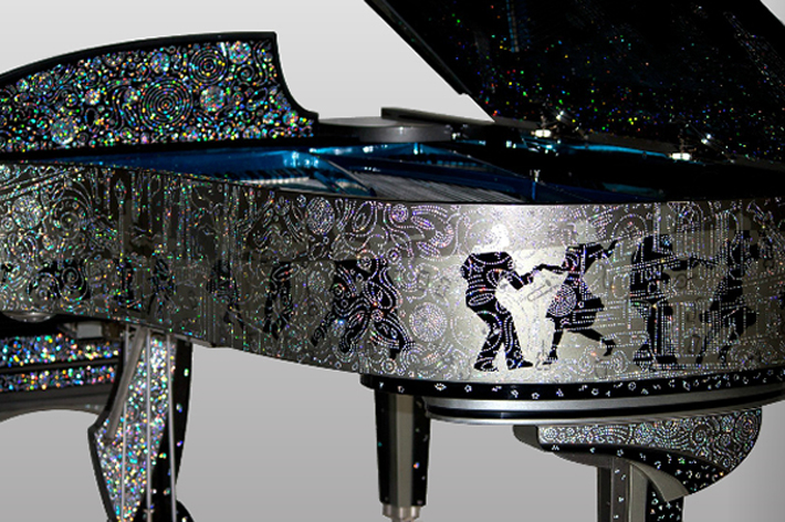 """Million dollar custom Steinway piano serenades with 164,000 zirconia-studded skyline of New York."""