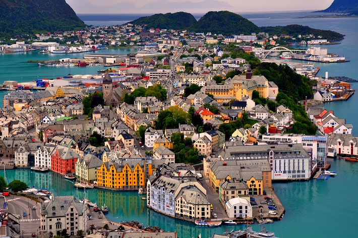 Luxury experiences: Alesund city in Norway Luxury experiences Luxury experiences: 10 one-of-a-kind places around the world Luxury experiences 10 one of a kind places around the world8