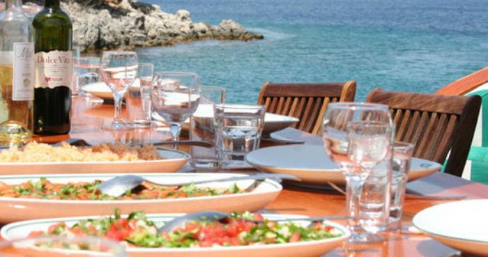 turkish_food_served_gulet_view