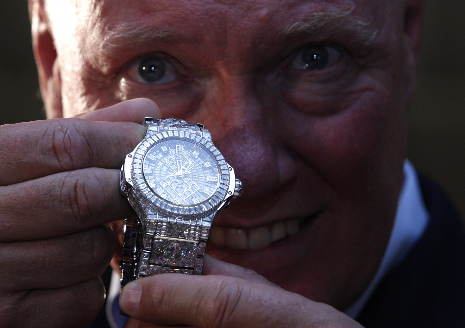 Top 5 Most Expensive Diamond-Crusted Watches in the World Expensive Diamond-Crusted Watches Top 5 Really Expensive Diamond-Crusted Watches top 5 really expensive diamond crusted watches 2 4