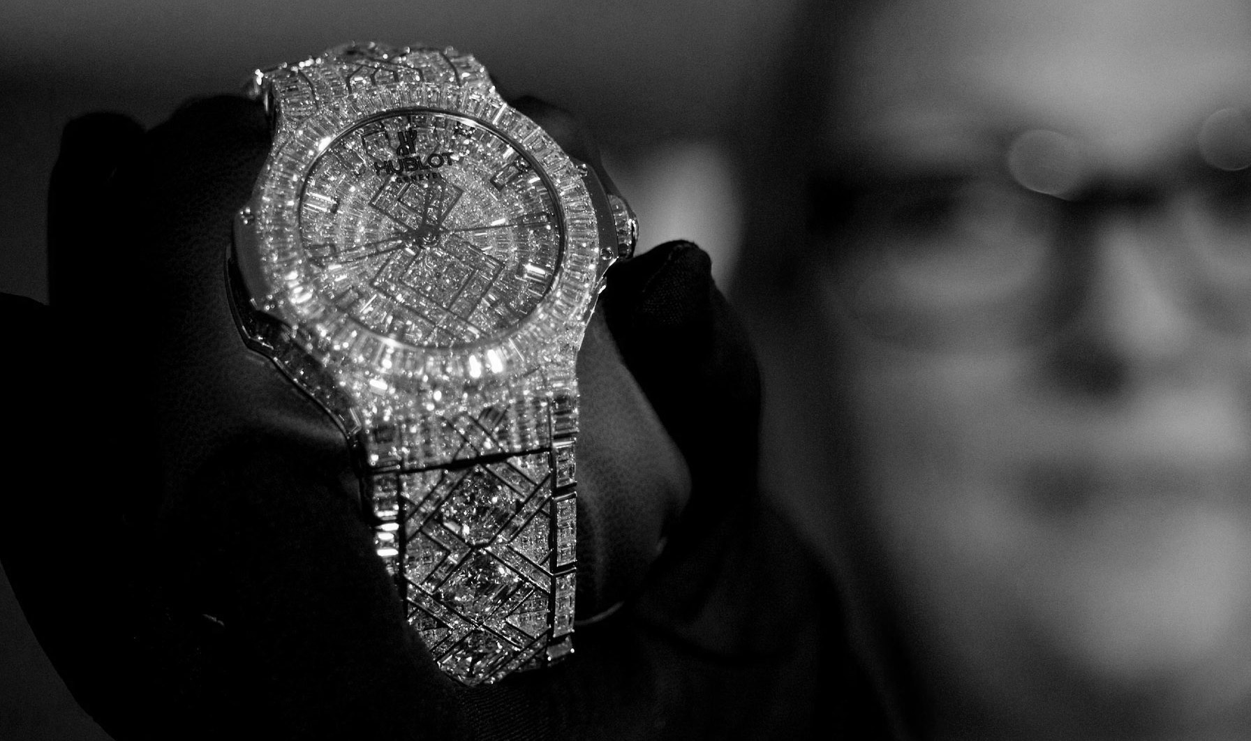 Top 5 Most Expensive Diamond-Crusted Watches in the World Expensive Diamond-Crusted Watches Top 5 Really Expensive Diamond-Crusted Watches top 5 really expensive diamond crusted watches 2 6
