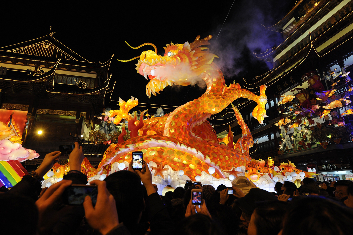 10 Best Places to Celebrate New Year's Eve places to celebrate new year's 10 Best Places to Celebrate New Year's Eve parade dragon