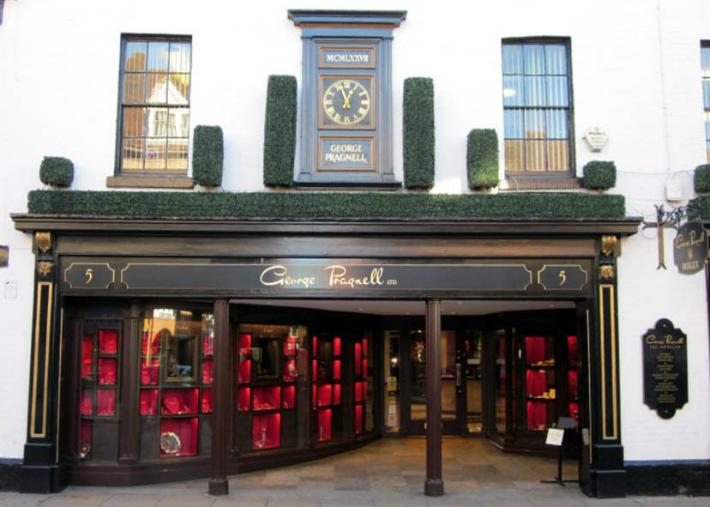 George Pragnell Recreates Shakespeare's Jewelry Signet George Pragnell George Pragnell Recreates Shakespeare's Jewelry Signet 2 4