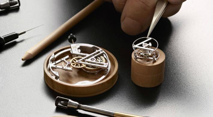 Louis Vuitton Louis Vuitton's New Poinçon de Genève Watch 7 C  pia