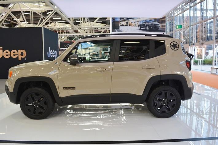 Jeep-Renegade-Desert-Hawk-left-side-at-2016-Bologna-Motor-Show