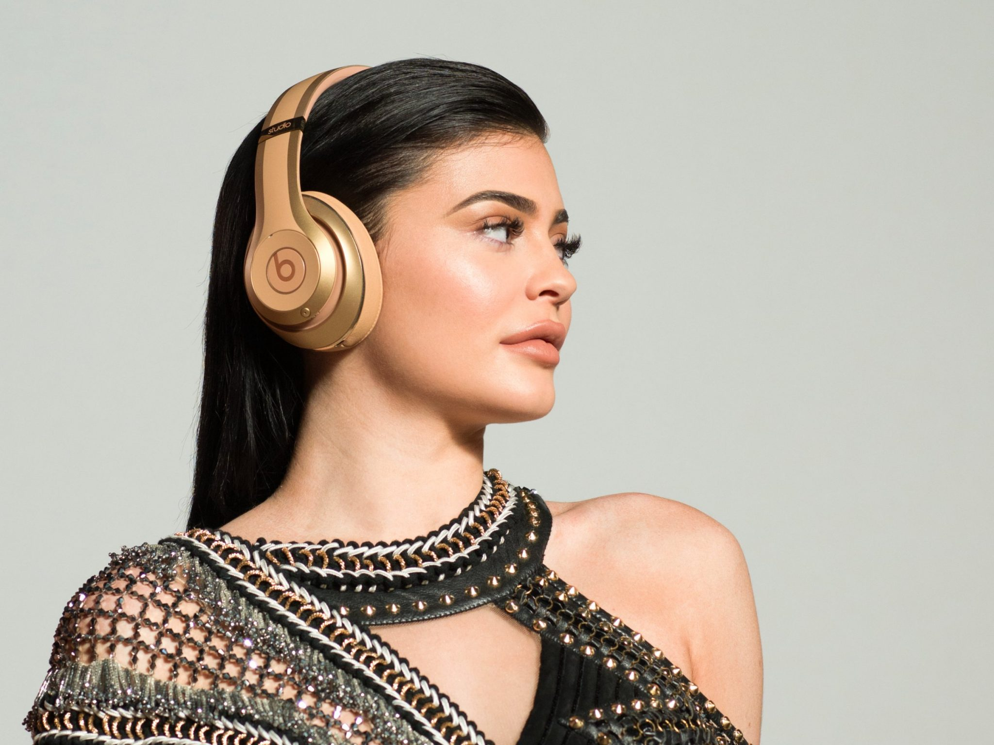 kylie jenner Kylie Jenner and new heavenly limited edition Beats Headphones bts2