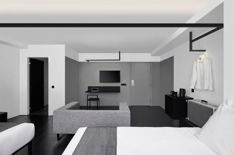Luxury Hotel Interior Design: Minimalist Monochromatic ...