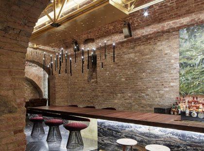 Luxury Interiors – Glamorous Krypt Bar in Vienna