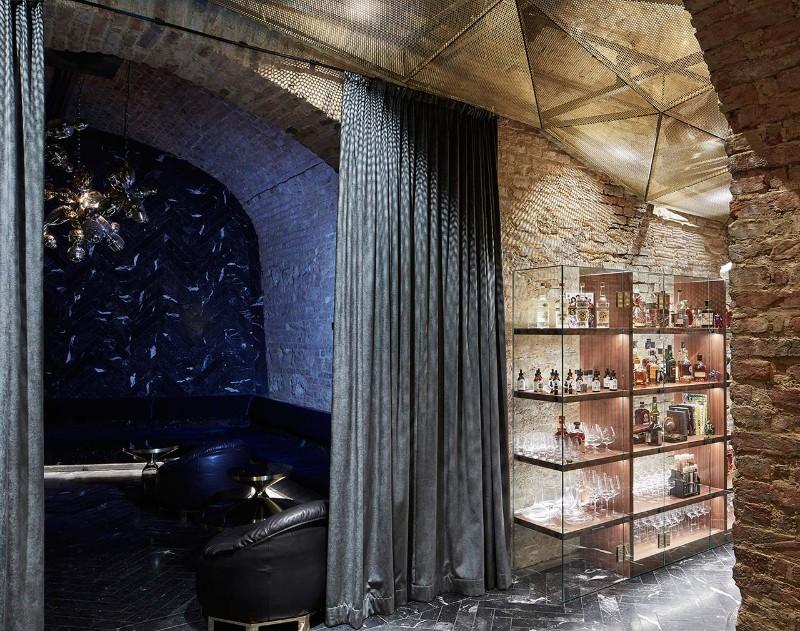 luxury interiors Luxury Interiors – Glamorous Krypt Bar in Vienna f6 krypt bar vienna austria buro klk photo david schreyer yatzer