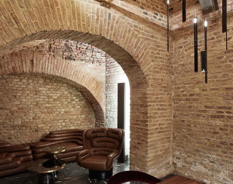 luxury interiors Luxury Interiors – Glamorous Krypt Bar in Vienna f8 krypt bar vienna austria buro klk photo david schreyer yatzer