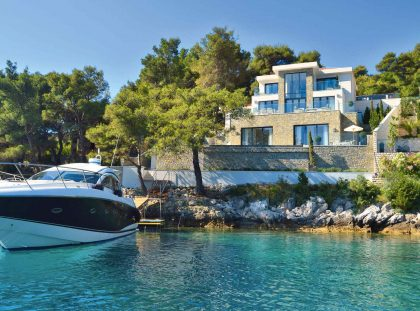 5 Star Luxury Homes on Glamorous Marinas