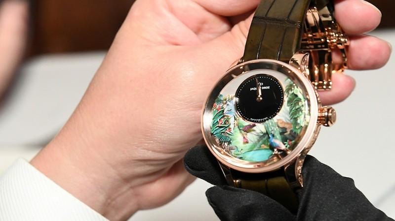 timepiece timepiece Jaquet Droz Unveils Tropical Bird Timepiece Jaquet Droz TropicalBirdRepeater Singapore CloseUp 980x550