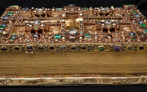 medieval manuscripts The Most Luxurious Medieval Manuscripts in Existence The Most Luxurious Medieval Manuscripts in Existence 1 Cover 480x300