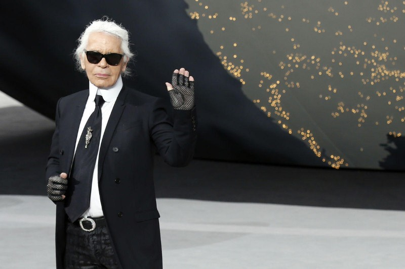 The iconic Chanel fashion designer Karl Lagerfeld dies karl lagerfeld The Iconic Chanel Fashion Designer Karl Lagerfeld Dies The iconic Chanel fashion designer Karl Lagerfeld dies 11