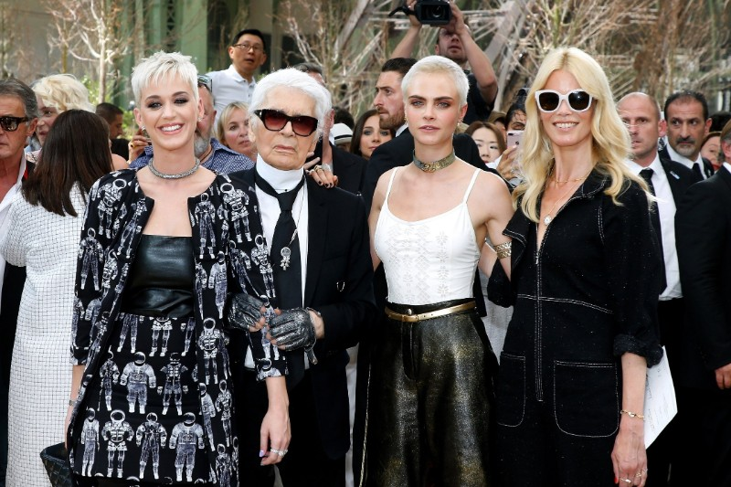The iconic Chanel fashion designer Karl Lagerfeld dies karl lagerfeld The Iconic Chanel Fashion Designer Karl Lagerfeld Dies The iconic Chanel fashion designer Karl Lagerfeld dies 6
