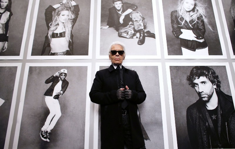 The iconic Chanel fashion designer Karl Lagerfeld dies karl lagerfeld The Iconic Chanel Fashion Designer Karl Lagerfeld Dies The iconic Chanel fashion designer Karl Lagerfeld dies 7