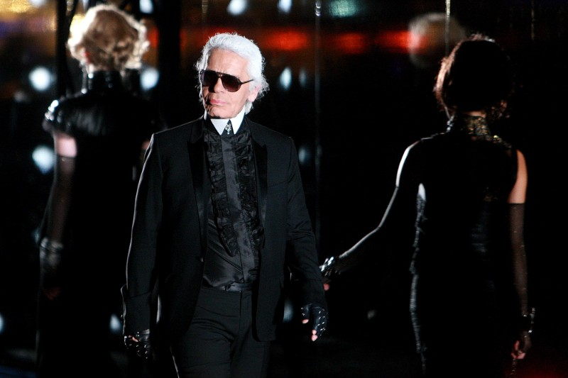 The iconic Chanel fashion designer Karl Lagerfeld dies karl lagerfeld The Iconic Chanel Fashion Designer Karl Lagerfeld Dies The iconic Chanel fashion designer Karl Lagerfeld dies 8