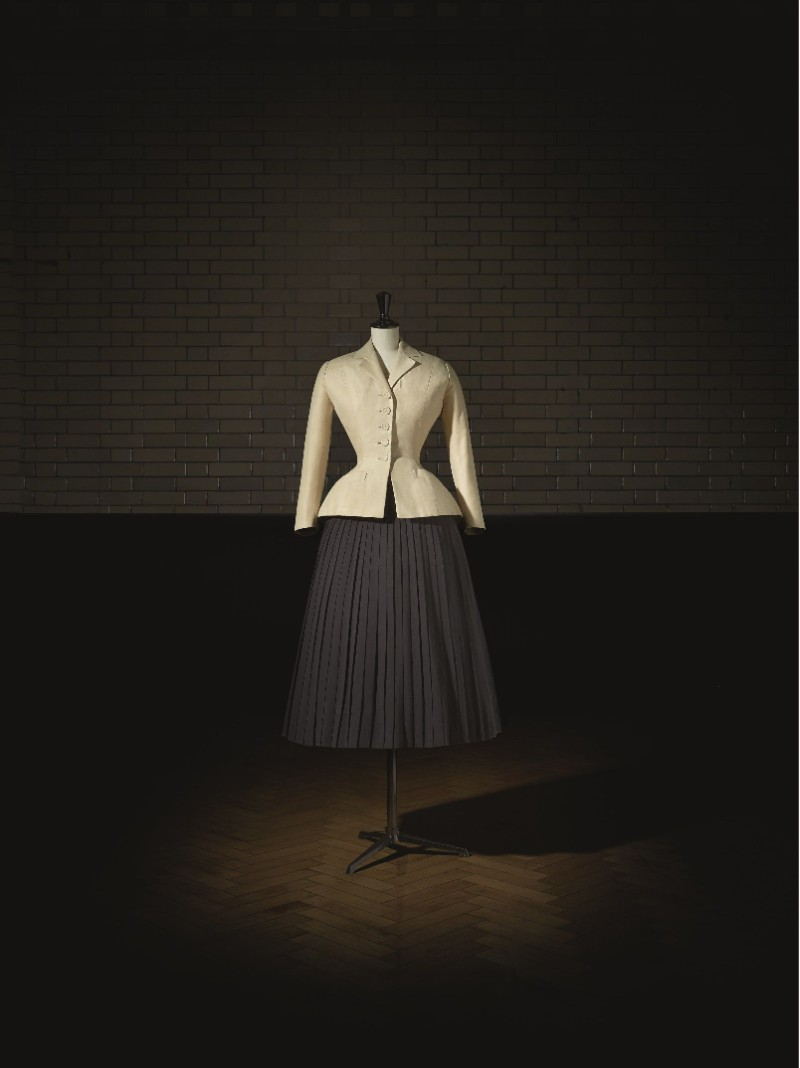 V&A Exhibition Highlights - Christian Dior, The Designer of Dreams Christian Dior V&A Exhibition Highlights – Christian Dior, The Designer of Dreams VA Exhibition Highlights Christian Dior The Designer of Dreams 3