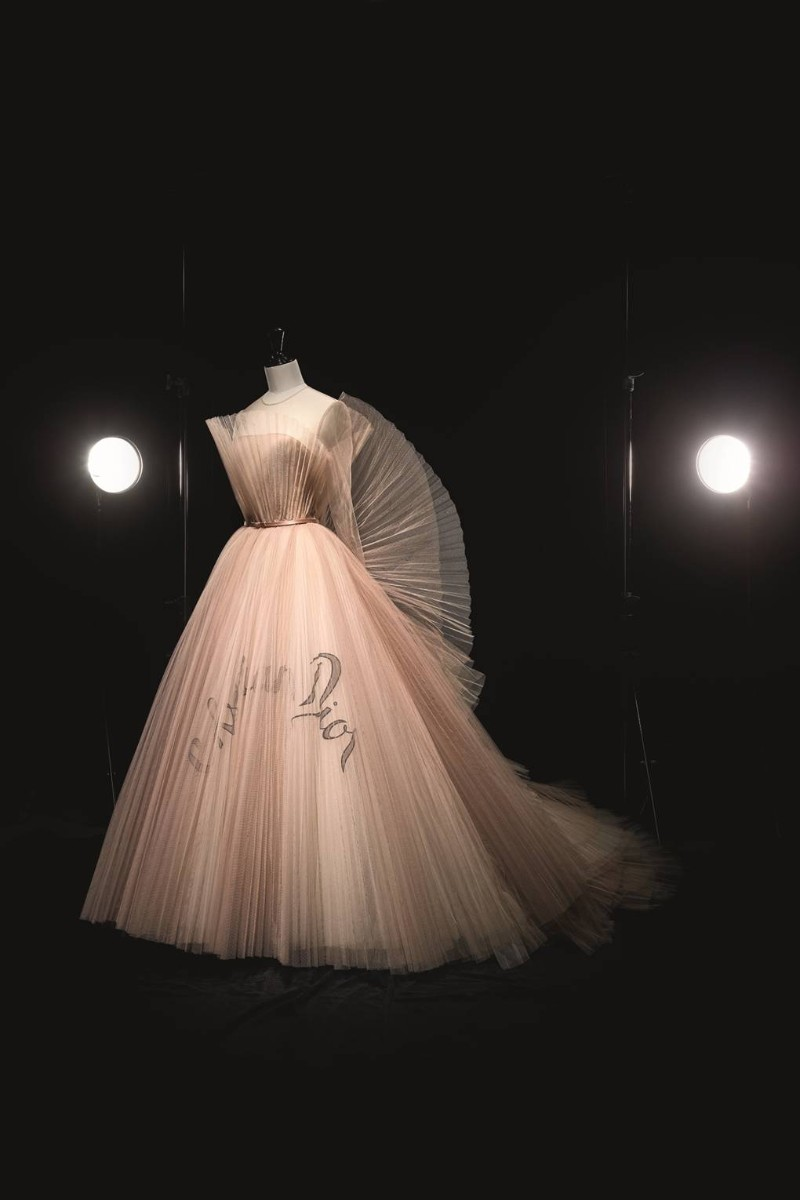 Christian Dior V&A Exhibition Highlights – Christian Dior, The Designer of Dreams VA Exhibition Highlights Christian Dior The Designer of Dreams 4