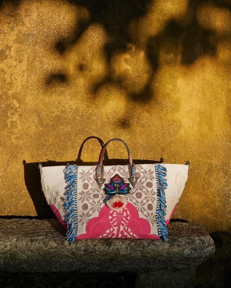 Louboutin Launches Portugaba – A New Bag Made in Portugal (9) louboutin Louboutin Launches Portugaba – A New Bag Made in Portugal Louboutin Launches Portugaba     A New Bag Made in Portugal 9