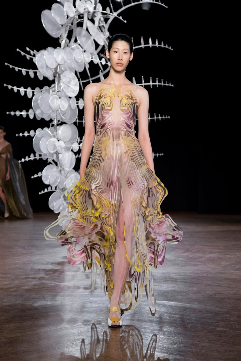 Try Not To Get Hypnotized By This Couture Collection (6)