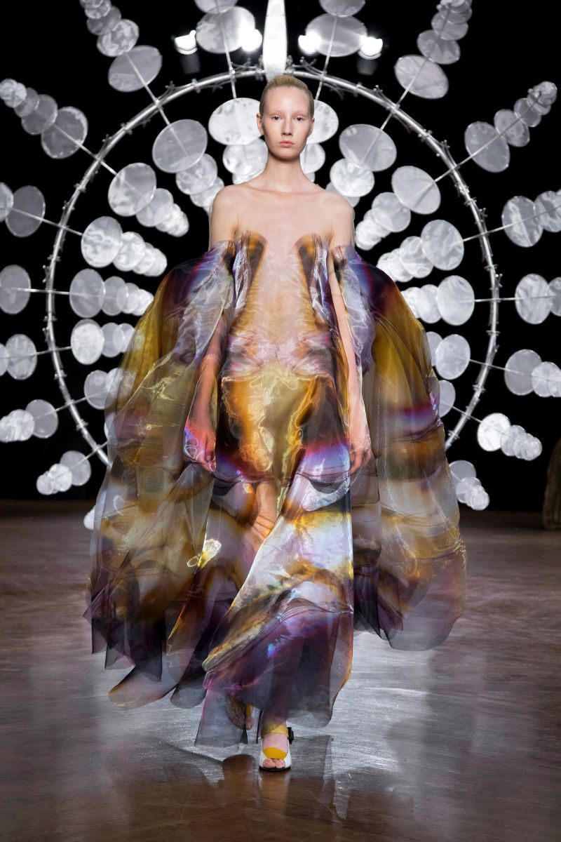 Try Not To Get Hypnotized By This Couture Collection (7)